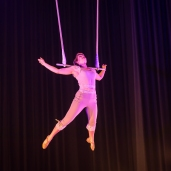 Trapeze act 'Flying'